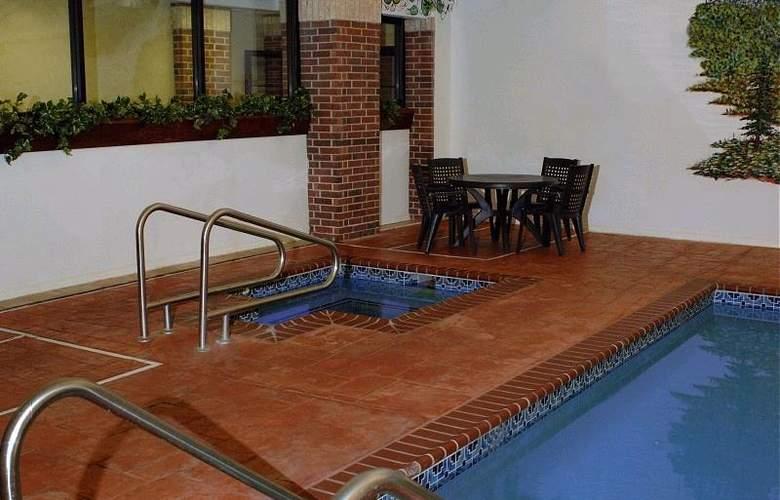 Best Western Edmond Inn & Suites - Pool - 45
