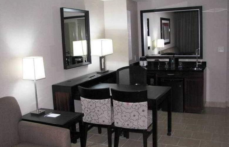 Embassy Suites Elizabeth Newark Airport - Room - 2
