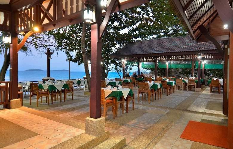 First Bungalow Beach Resort - Restaurant - 25