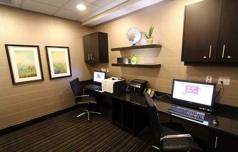 Hampton Inn & Suites by Hilton St. John's Airport - Services - 14