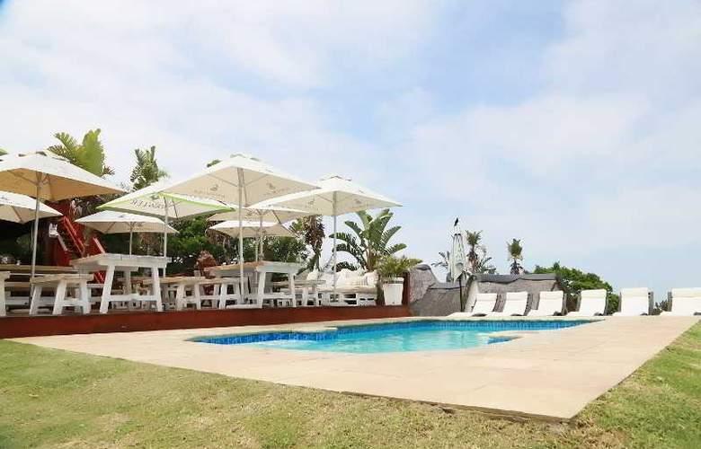 Crawford's Beach Lodge - Pool - 3