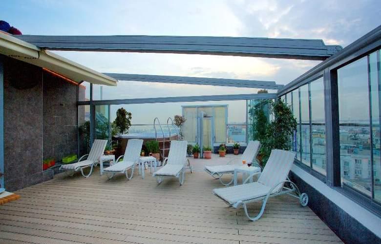 Zurich - Pool - 37