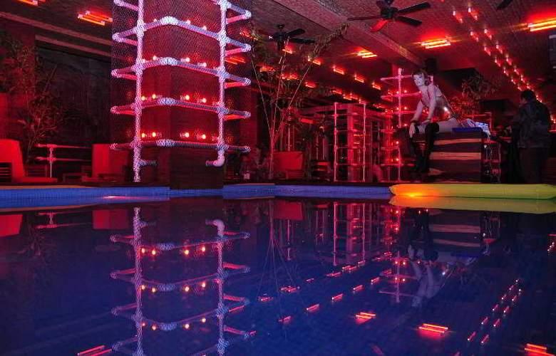 Reina Roja - Pool - 7