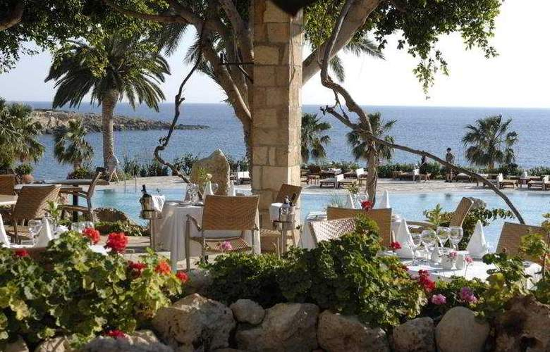 Coral Beach Hotel & Resort - Terrace - 6