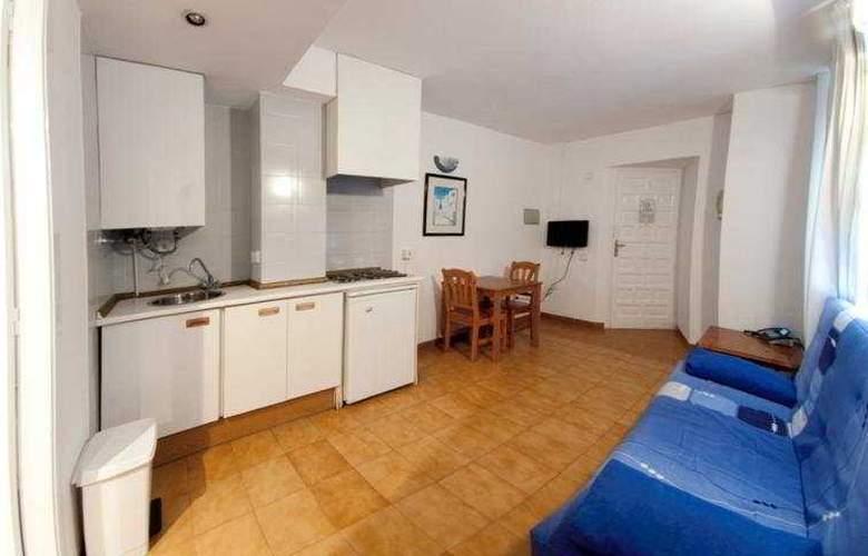 El Divino Apartamentos - Room - 6