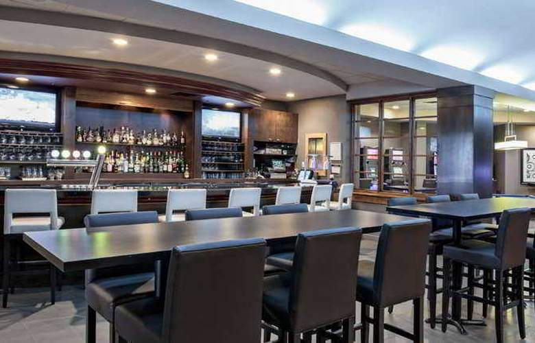 Delta Saguenay Hotel and Convention Center - Bar - 9