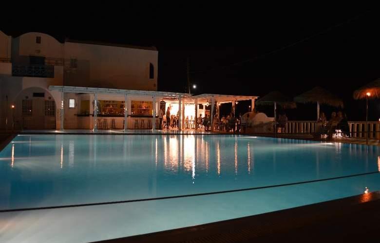 Kamari Beach - Pool - 9