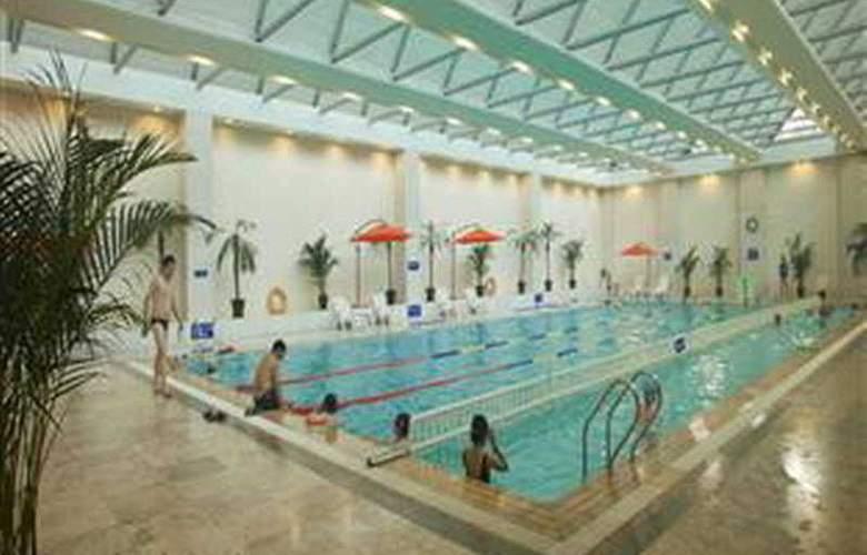 Kunlun Gloria Seaview Resort - Pool - 2