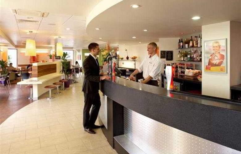 Ibis Luton Airport - Bar - 4