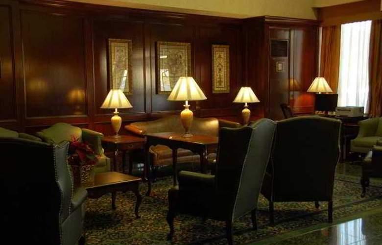 Hampton Inn by Hilton Ottawa - Hotel - 2