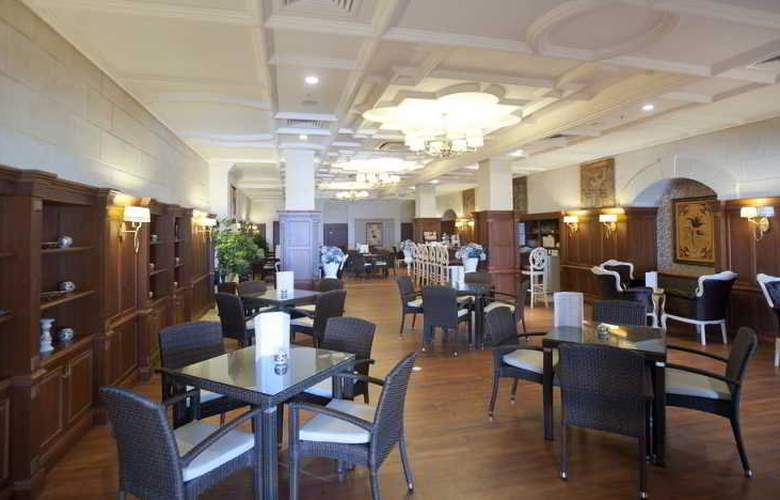 Crystal Palace Luxury Resort & Spa - Bar - 7