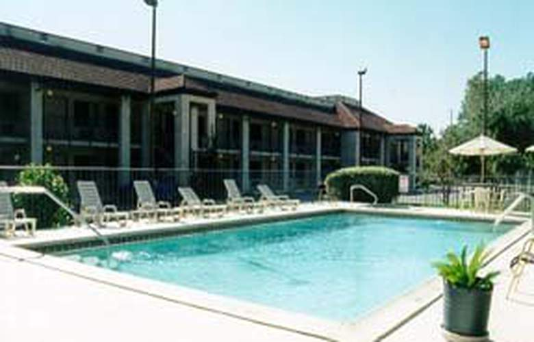 Comfort Inn University - Pool - 2