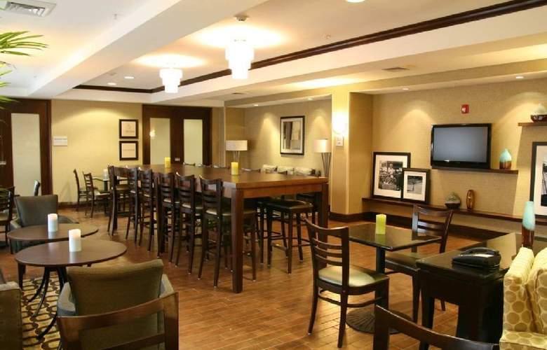 Hampton Inn North Brunswick/New Brunswick - Restaurant - 10