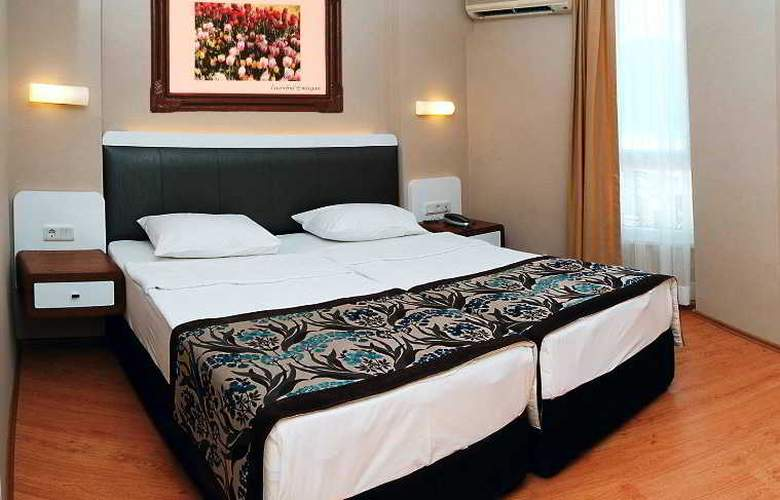 Azak Hotel - Room - 9