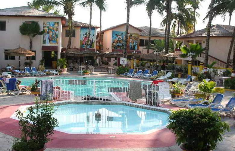 Palm Beach Hotel - Pool - 4