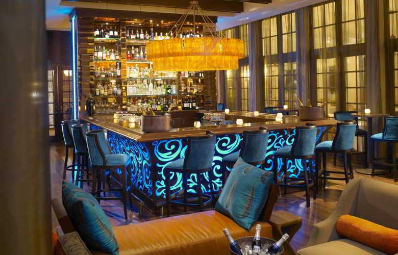 The Palms Hotel & Spa - Bar - 16