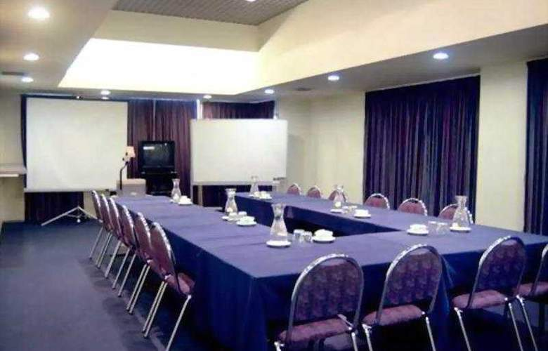 Quality Hotel Cargills - Conference - 4