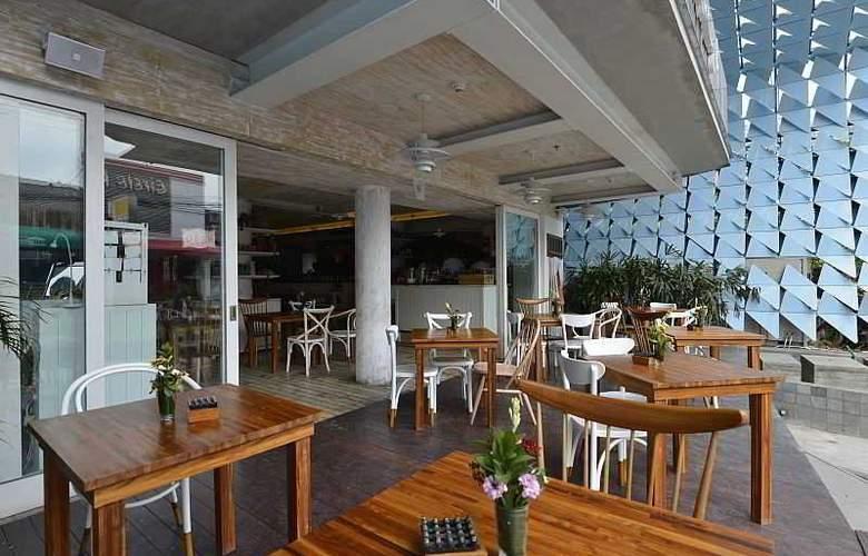 IZE Seminyak Bali - Restaurant - 36