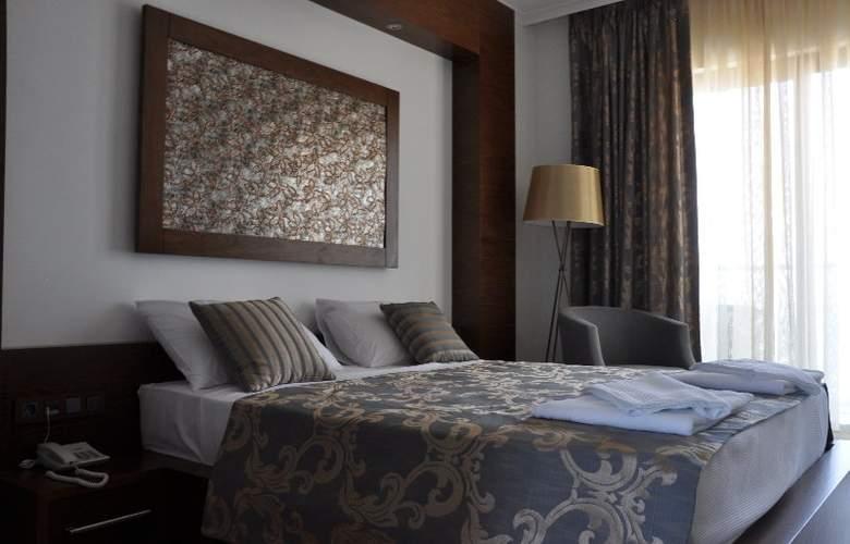 Small Beach Hotel - Room - 8