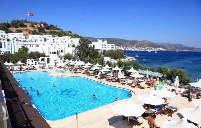 Azka Hotel - Pool - 7