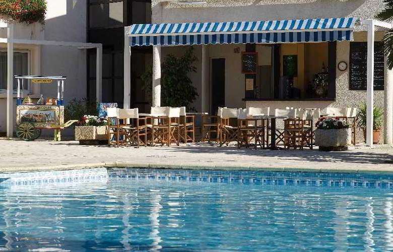 Interhotel La Closerie - Pool - 8