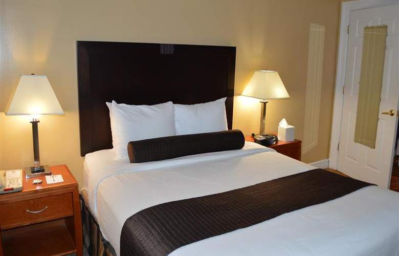 Best Western Plus Hospitality House - Apartments - Room - 82