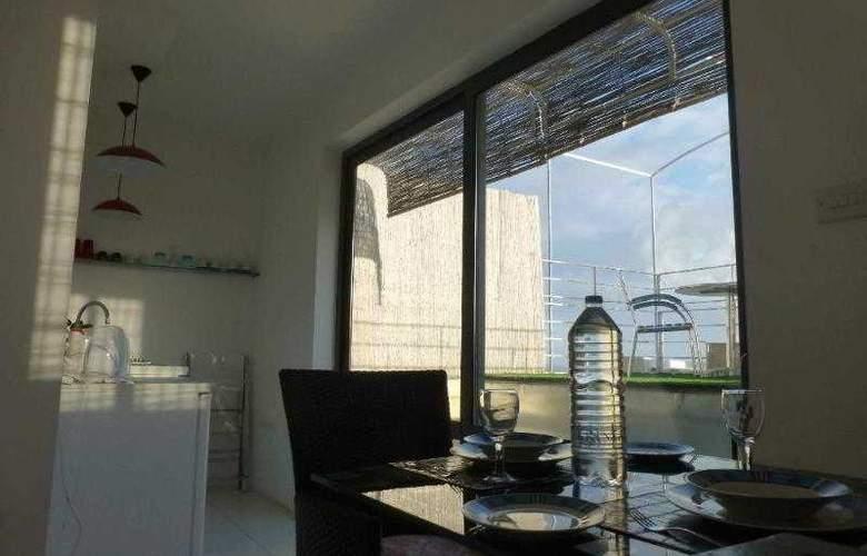 Castille Penthouses - Room - 5