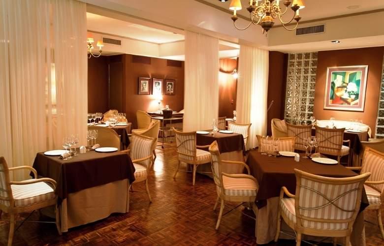 Royal by Rex Resorts - Restaurant - 10