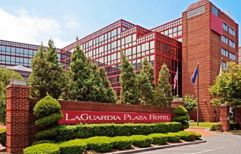 La Guardia Plaza Hotel - Hotel - 4