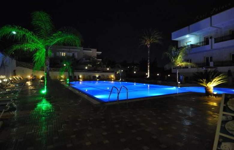 Real Palace - Hotel - 0