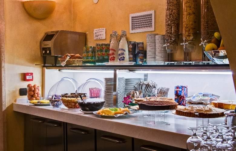 Crosti Hotel & Residence - Restaurant - 4