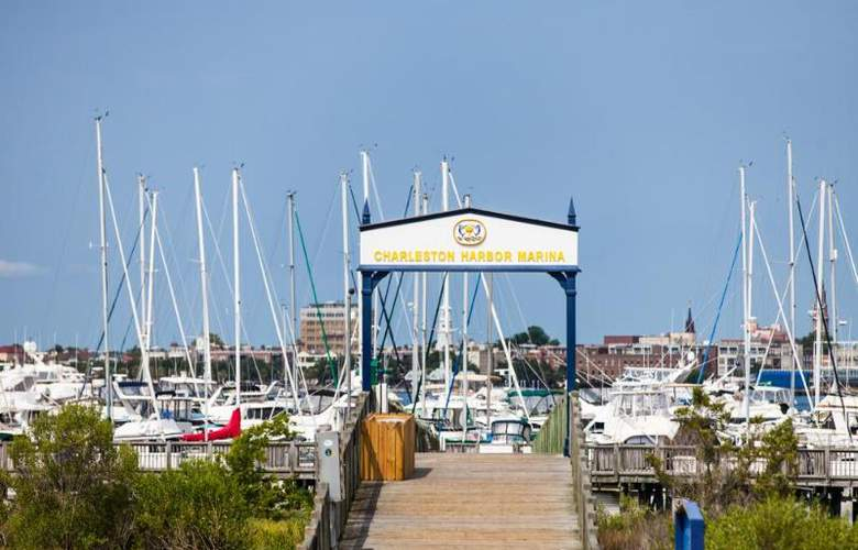 Charleston Harbor Resort & Marina - Hotel - 5