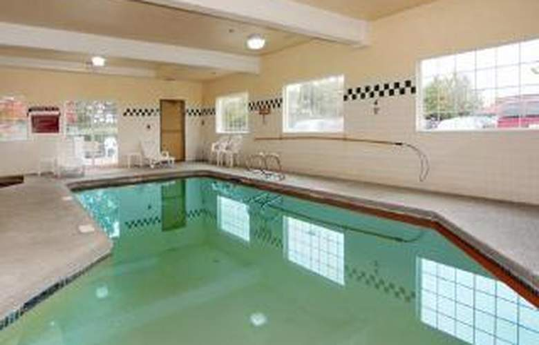 Comfort Inn & Suites-Columbia Gorge West - Pool - 5