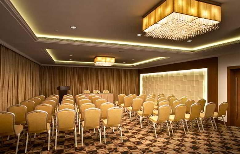 Adarsh Hamilton - Conference - 8