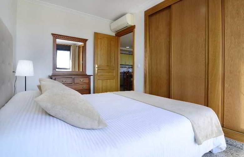 Apartamentos Nuria Sol - Room - 11