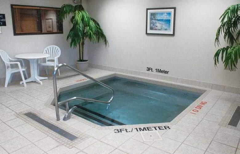 La Quinta Inn & Suites Garden City - Pool - 6