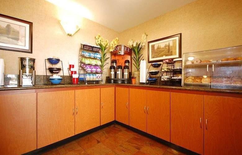 Best Western Plus Suites Hotel - Restaurant - 65
