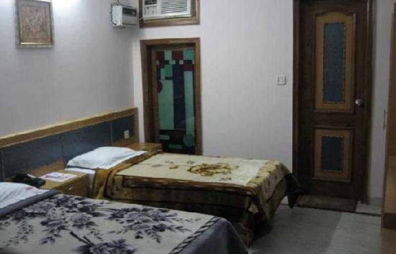 Hotel Crest Inn - Room - 2