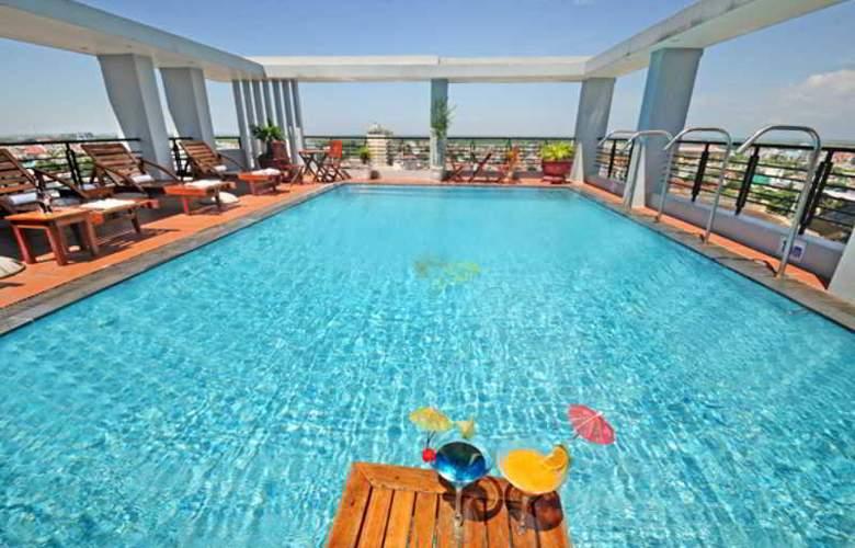 Romance Hotel Hue - Pool - 12