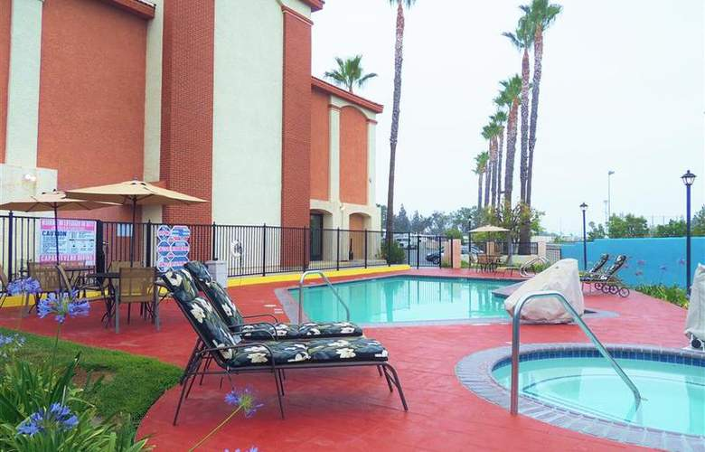 Best Western Plus Anaheim Orange County - Pool - 54