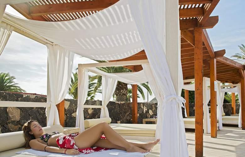 Elba Lanzarote Royal Village Resort - Terrace - 5