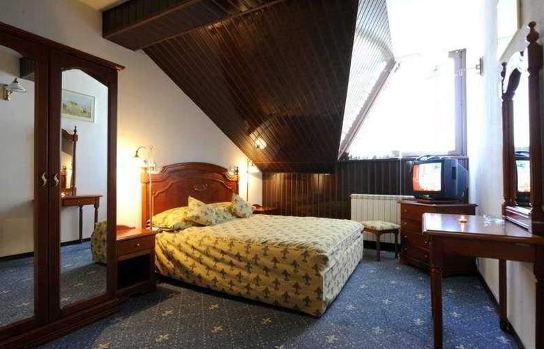 Phoenix Spa Hotel - Room - 8