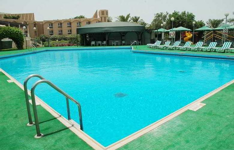 Crowne Plaza Bahrain - Pool - 5