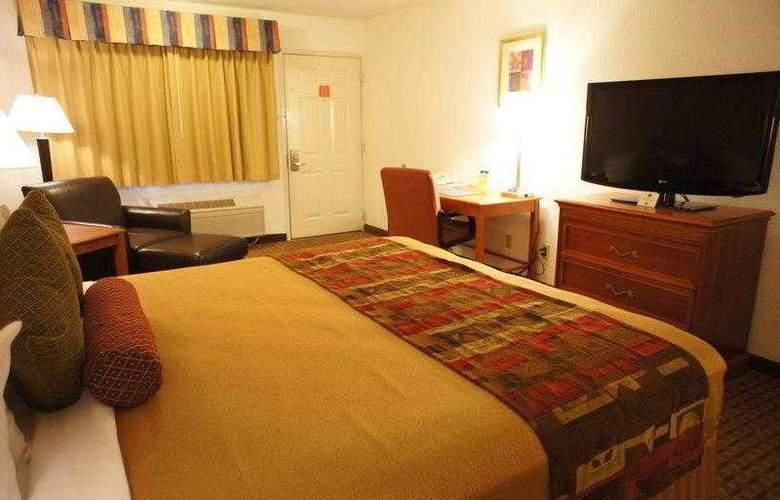 Best Western Plus Orchard Inn - Hotel - 22