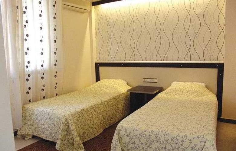Reis Thermal - Room - 2