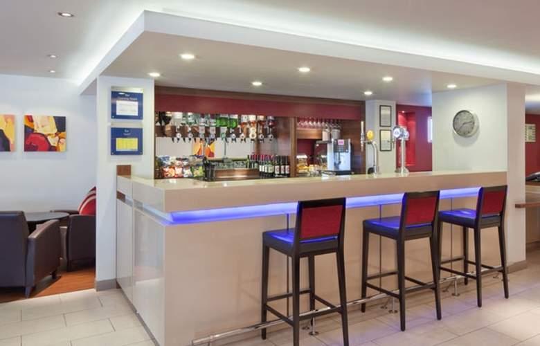 Holiday Inn Express Exeter - Bar - 3