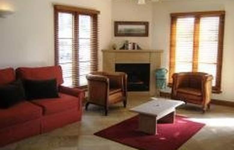 Hearns Cottage Suites - General - 3