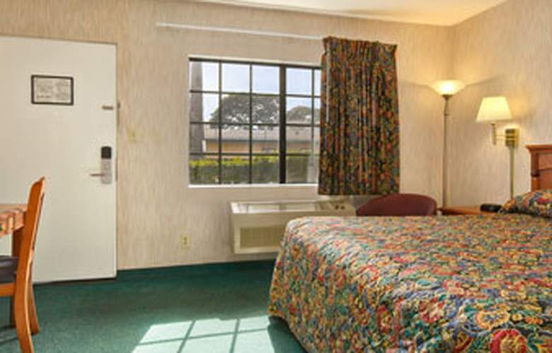 Super 8 Los Angeles Airport - Room - 0