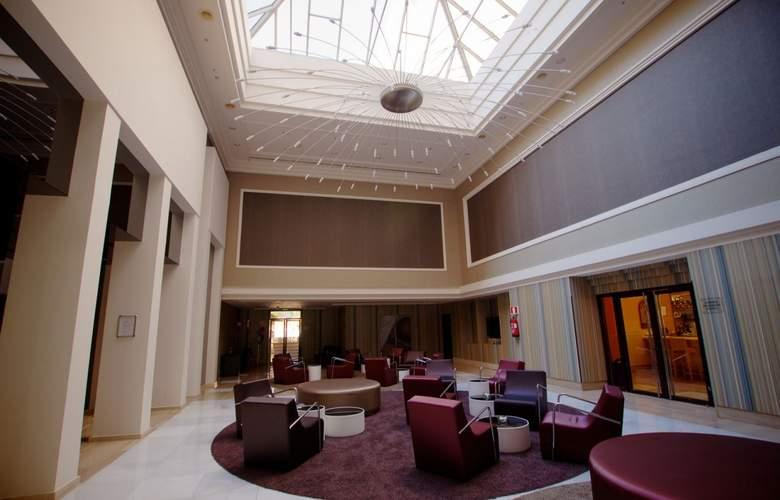 Ayre Hotel Sevilla - General - 8