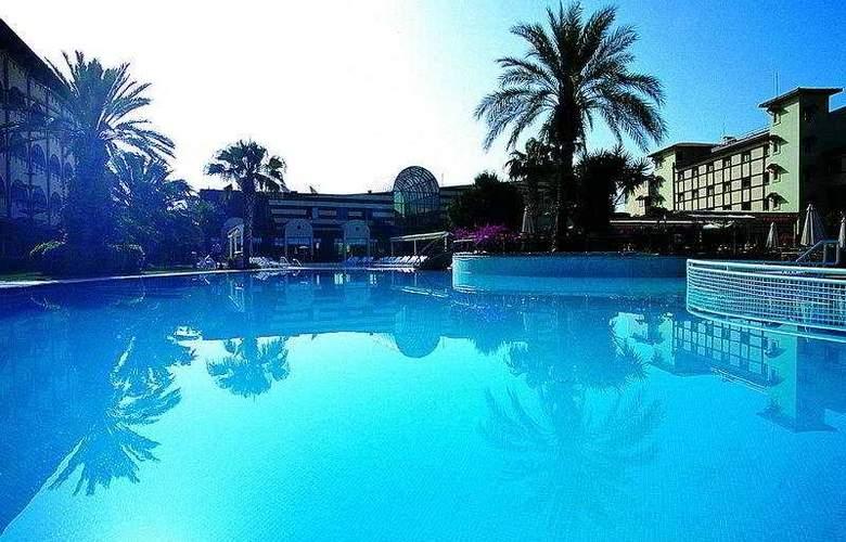 Emirhan Garden - Pool - 4
